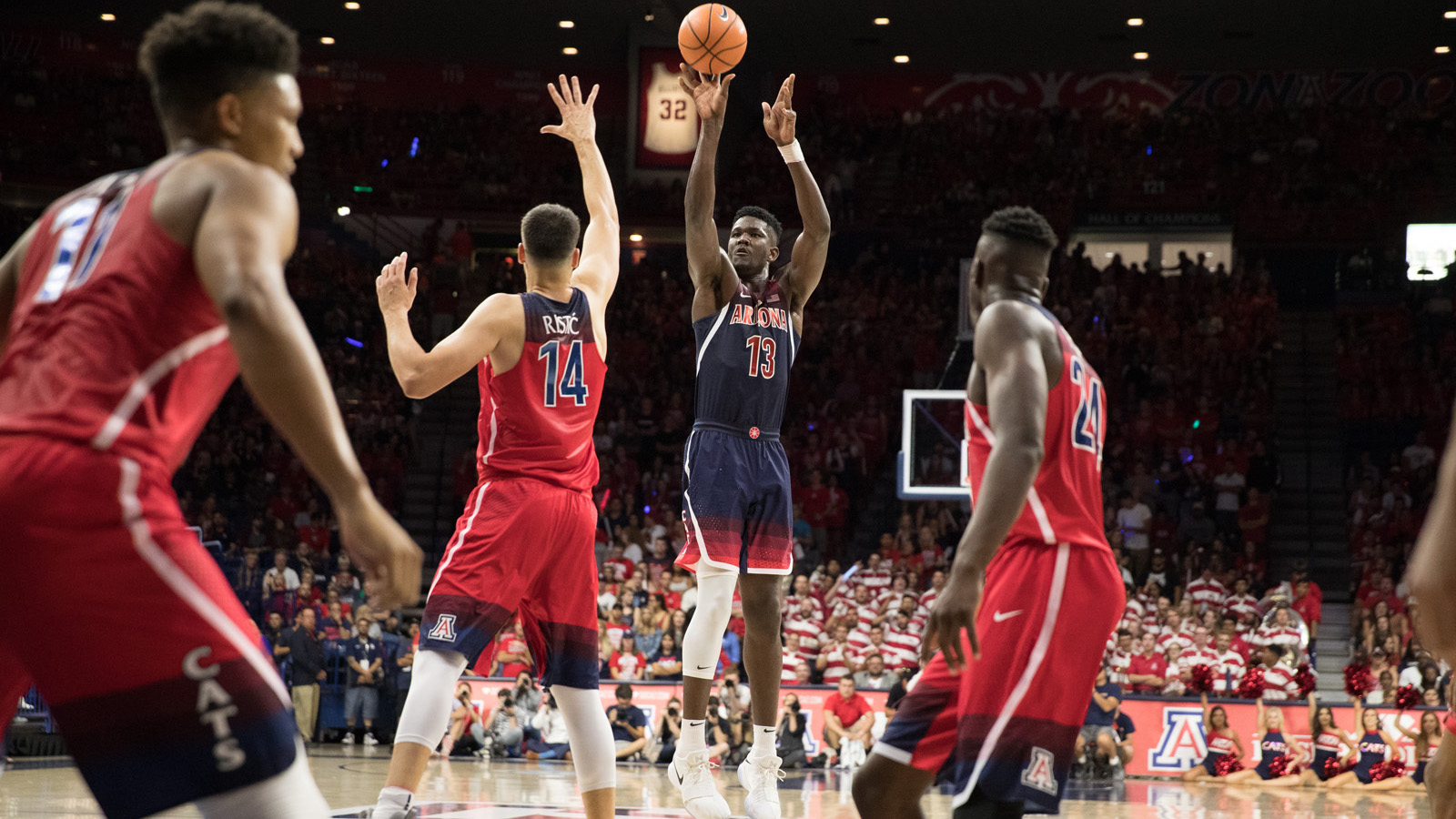 best loved a5787 1eb8c Ayton Powers Blue to a 55-37 Victory In Red-Blue Game ...